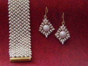 Bransoletka i kolczyki w kolorze perłowo kremowym